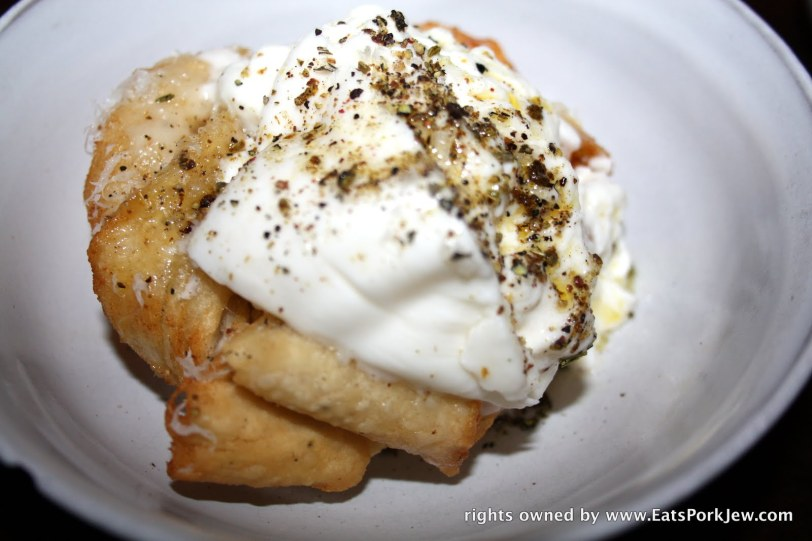 Garlic bread with burrata: this is one of their signatures and it's always on the menu.