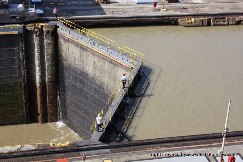 food-travel-blog-miraflores-locks-closed-panama-canal