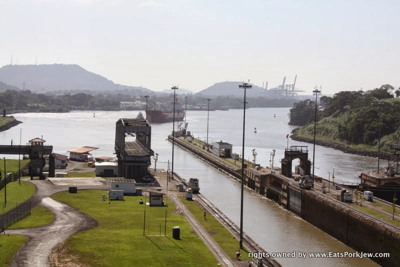 ships-entering-miraflores-locks-from-pacific-panama-canal