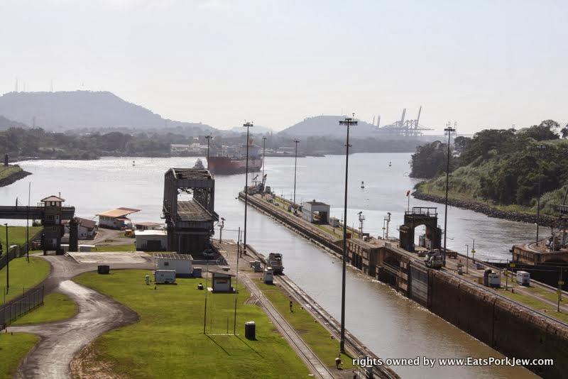ships-entering-miraflores-locks-from-pacific-panama-canal