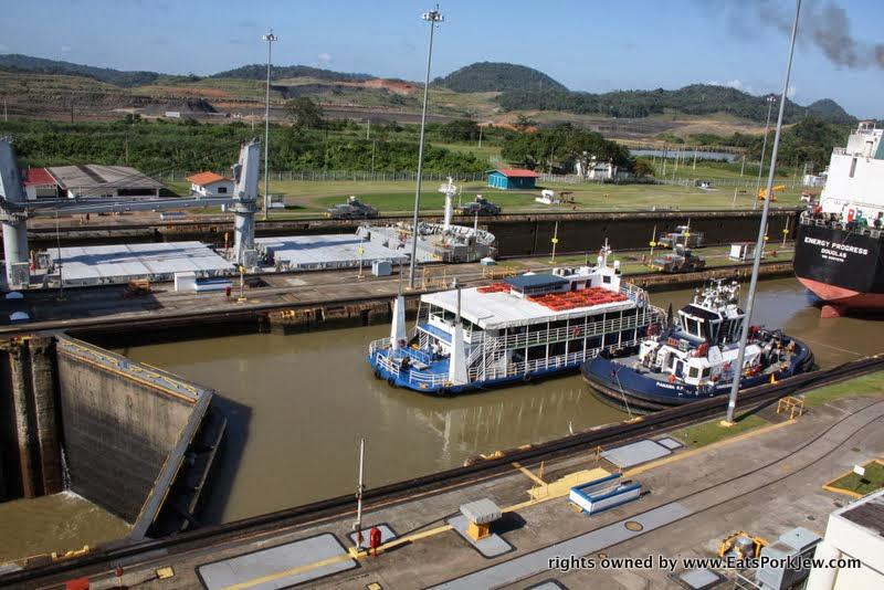 watching-ships-going-through-panama-canal-lock-system