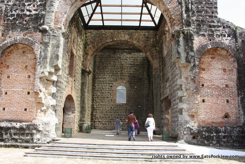 visiting-cathedral-ruins-panama-viejo-old-city