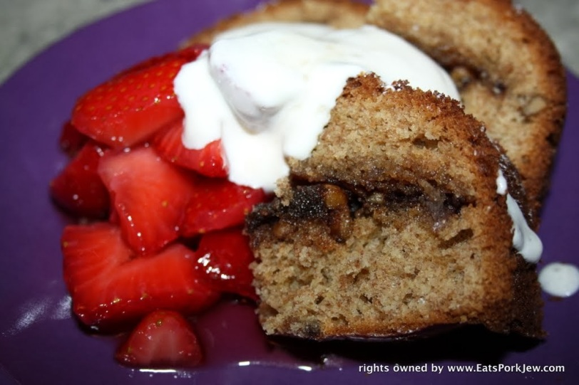 foodporn-coffee-cake-with-coconut-cream-strawberries