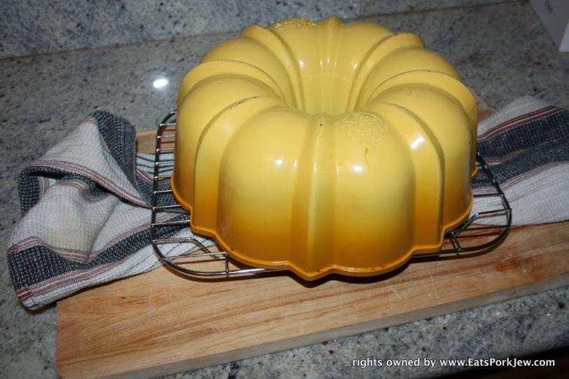 food-photos-cooling-coffee-cake-on-rack